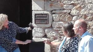 inauguration de la plaque en fonte Salle Jean-Louis Delâge Château de Varaignes